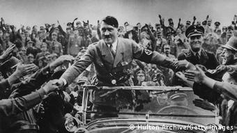 Hitler nimmt ein Bad in der Menge: Am 30. Januar 1933 wurde er Reichskanzler. Zwei Monate später hielt er die ganze Macht in Händen. (Foto: Getty Images)