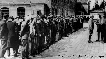 Appell im KZ Oranienburg: Hier hielten die Nationalsozialisten viele ihrer Gegner gefangen (Foto: Getty Images)