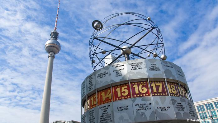 Berlin's TV Tower and World Time Clock at Alexanderplatz (Fotolia/elxeneize)