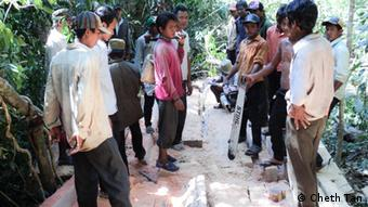 Cambodia, illegal loggers arrested