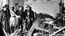 ARCHIV - Reichsmarschall Hermann Göring (helle Uniform) und der Chef der «Kanzlei des Führers», Martin Bormann (l.), begutachten die Zerstörung im Raum der Karten-Baracke im Führerhauptquartier Rastenburg, wo Oberst Stauffenberg am 20. Juli 1944 eine Sprengladung zündete, mit der Absicht Hitler zu töten (Archivfoto vom 20.07.1944). Als am 20. Juli 1944 gegen 12.50 Uhr der Sprengsatz in der «Wolfsschanze» detoniert, ging Claus Schenk Graf von Stauffenberg vom Tod des Diktators aus. Für den Attentäter schien das größte Hindernis für den Sturz der Nazis beseitigt. Doch vor Tagesende war «Operation Walküre» gescheitert. Hitler überlebte den Anschlag, Stauffenberg wurde hingerichtet und hunderte Todesurteile folgten. Mit mehreren Gedenkveranstaltungen und dem traditionellen Bundeswehr-Gelöbnis wird am Freitag (20.07.2012) in Berlin an das gescheiterte Attentat auf Adolf Hitler vor 68 Jahren erinnert. Foto: Heinrich Hoffmann dpa (nur s/w)