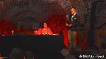 Nora Gomringer auf der Bühne (Foto: DW/P. Lambeck)