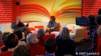 Amos Oz stellt auf der Leipziger Buchmesse 2013 sein neues Buch Unter Freunden vor - Lesefest Leipzig liest der Leipziger Buchmesse, März 2013 (Foto: DW/P. Lambeck)