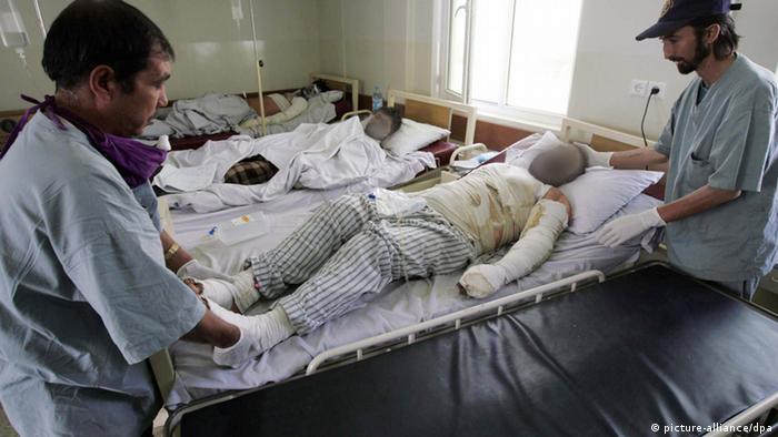 people receive medical treatment at a hospital in Kabul . EPA/STR +++(c) dpa - Bildfunk+++