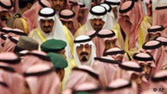 Saudi officials around Kinf Abdullah