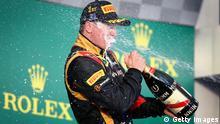 Kimi Räikkönen bei der Champagnerdusche nach seinem Sieg in Melbourne (Foto: Clive Mason/Getty Images)