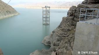 نمایی از بند کجکی بالای رودخانه هیرمند در ولایت هلمند افغانستان.
