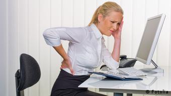 Боли в спине - не единственная проблема, вызванная долгим сидением