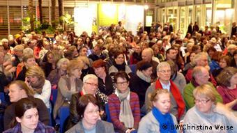 Em torno de 400 pessoas lotaram o auditório para assistir a participação dos brasileiros.