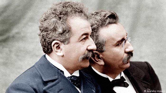 Die zwei Brüder Lumière auf einer alten Photographie im Profil
