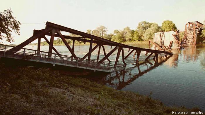 Varvarin zerstörte Brücke (dpa pixel)