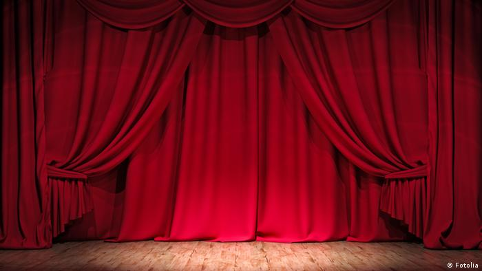 Red curtain (Copyright: Fotolia).