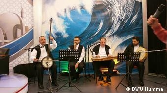 Orientalische Sufimusik gibt den Ton an. *** Wer hat das Bild gemacht/Fotograf?: Ulrike Hummel Wann wurde das Bild gemacht?: 2013 Wo wurde das Bild aufgenommen?: Duisburg