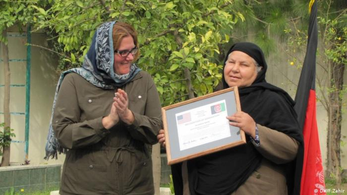 Provincial chef of US embassy Karel Decker (left) gives certificate of Brave Afghan women to Khawar Amiri (Right) head of afghan women affairs in Khost province of Afghanistan. US ebessu selected Miss Amiri as hero women in 18.03. 2013. *** DW, Faridullah Zahir
