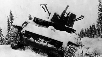 An abandoned Soviet tank in the Karelia region of Finland ullstein bild