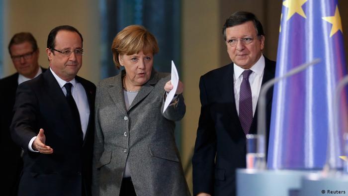مرکل در اروپا مسیر را نشان میدهد؛ همراه با اولاند، رئیسجمهور فرانسه، و باروسو، رئیس کمیسیون اتحادیه اروپا