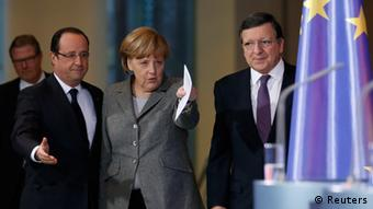 President of the European Round Table of Industrialists Leif Johansson, French President Francois Hollande, German Chancellor Angela Merkel and European Commission President Jose Manuel Barroso (L-R) arrive for a news conference at the Chancellery in Berlin March 18, 2013. REUTERS/Fabrizio Bensch (GERMANY - Tags: BUSINESS POLITICS)