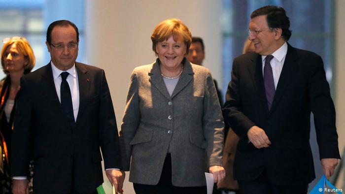 French President Francois Hollande, German Chancellor Angela Merkel and European Commission President Jose Manuel Barroso (L-R) arrive for a news conference at the Chancellery in Berlin March 18, 2013. REUTERS/Fabrizio Bensch (GERMANY - Tags: BUSINESS POLITICS)