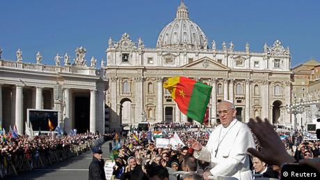 Pope Francis arrives in Saint Peter's Square for his inaugural mass at the Vatican, March 19, 2013. Pope Francis celebrates his inaugural mass on Tuesday among political and religious leaders from around the world and amid a wave of hope for a renewal of the scandal-plagued Roman Catholic Church. REUTERS/Remo Casilli (VATICAN - Tags: RELIGION POLITICS CITYSCAPE)