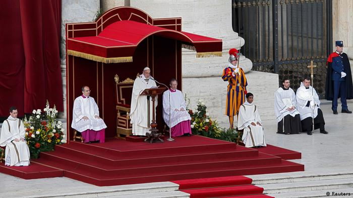 Pope Francis takes part in his inaugural mass in Saint Peter's Square at the Vatican, March 19, 2013. REUTERS/Tony Gentile (VATICAN - Tags: RELIGION POLITICS)