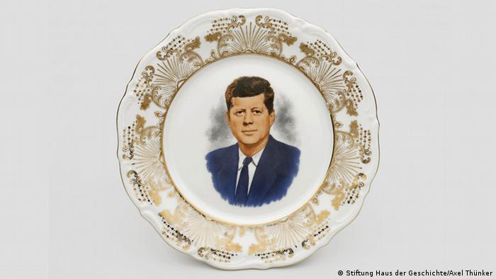 Haus der Geschichte Bonn Ausstellung The American Way. Die USA in Deutschland Schmuckteller John F. Kennedy