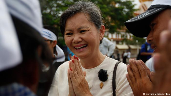 Cambodian opposition lawmaker Mu Sochua meets demonstrators from the ASEAN Grassroots People's Assembly as they protested for human rights, land rights and democracy in front of the Cambodia parliament in Phnom Penh, November 2012 (Photo: Stephen Morrison)