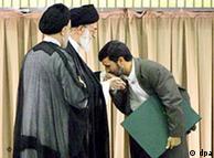 احمدینژاد در آغاز نخستین دور ریاست جمهوری خود در سال ۲۰۰۵