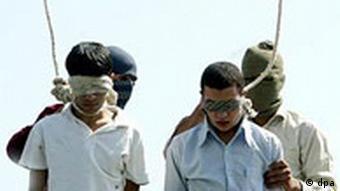 اعدام دو پسر که در نوجوانی مرتکب جرم شدهاند در مشهد در ۱۹ ژوییه ۲۰۰۵