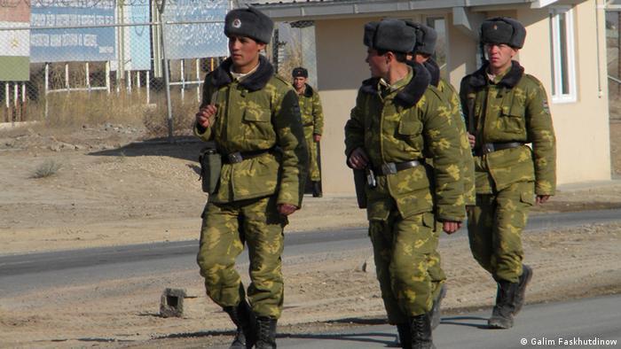 Пограничники на рубеже между Афганистаном и Таджикистаном (фото из архива)