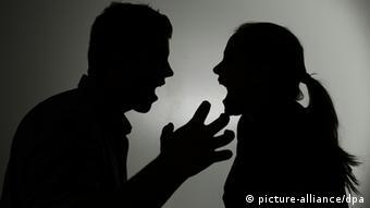 Silhouetten eines streitenden Paares