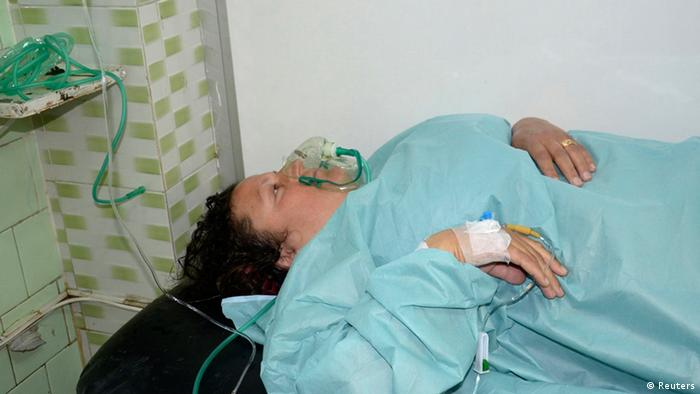 A woman, affected in what the government said was a chemical weapons attack, breathes through an oxygen mask as she is treated at a hospital in the Syrian city of Aleppo March 19, 2013. Syria's government and rebels accused each other of firing a rocket loaded with chemical agents outside the northern city of Aleppo on Tuesday, an attack which a cabinet minister said killed 16 people and wounded 86. REUTERS/George Ourfalian (SYRIA - Tags: POLITICS CIVIL UNREST)