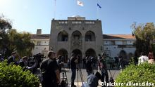 epa03632531 Media line up outside Cyprus' presidential palace in Nicosia, 20 March 2013. Lawmakers on 19 March overwhelmingly rejected a plan to take up to 10 per cent of people's bank deposits to secure a bailout by fellow eurozone countries and the International Monetary Fund (IMF) and prevent a collapse of the country's banks. EPA/KATIA CHRISTODOULOU