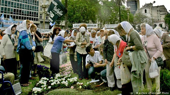 Die Großmütter der Plaza de Mayo (Foto: picture alliance /AP Photo)