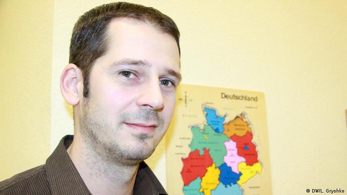 Емін Караханов опановує німецьку мову, бо планує працювати лікарем у Німеччині