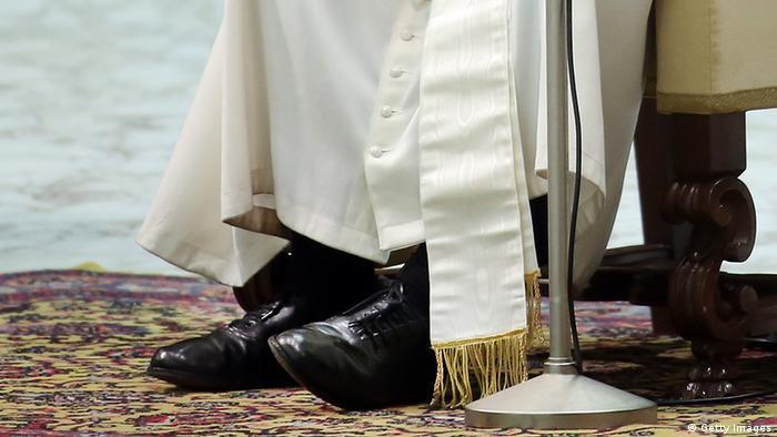Vatikan Papst Franziskus mit schwarzen Schuhen in Rom (Getty Images)
