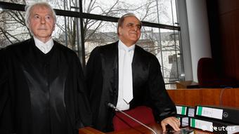 Οι συνήγοροι του Χανάν σε μια από τις πολλές δίκες το 2013 στη Βόννη