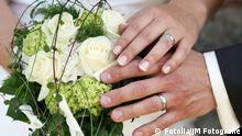 Brautpaar Hochzeit Ring Ringe Hände Heirat