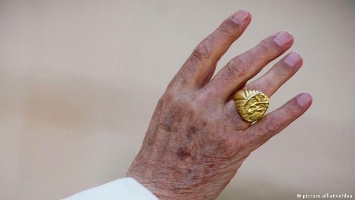 Papst Ohne Fischerring