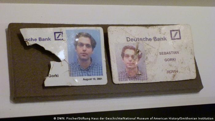 The American Way Die USA in Deutschland Ausstellung Haus der Geschichte Bonn World Trade Center Mitarbeiter-Ausweis des deutschen Bankangestellten Sebastian Gorki