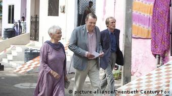 Evelyn (Judie Dench, l-r), Graham (Tom Wilkinson) und Douglas (Bill Nighy) in einer Szene des Kinofilms Best Exotic Marigold Hotel (undatierte Filmszene). Foto: Twentieth Century Fox (zu dpa-Kinostarts vom 08.03.2012 - ACHTUNG: Verwendung nur für redaktionelle Zwecke im Zusammenhang mit der Berichterstattung über den Film und bei Urheber-Nennung bis zum 14.06.2012) +++(c) dpa - Bildfunk+++