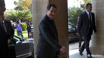 Zyperns Präsident Nikos Anastasiades auf dem Weg zu einer Besprechung (Foto: Reuters)