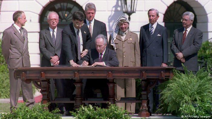 Israeli Foreign Minister Shimon Peres signs the agreement on Palestinian autonomy in the occupied territories on September 13, 1993 in a ceremony at the White House in Washington, D.C. (L-R) (Photo credit should read J. DAVID AKE/AFP/Getty Images)