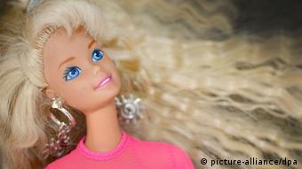 A picture of a Barbie doll wearing a pink t shirt with long blonde hair. (Photo: Caroline Seidel/dpa)
