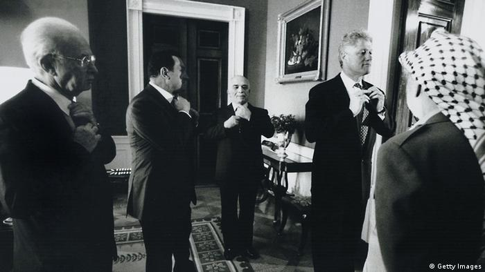 f President Bill Clinton (R) With Israeli Prime Minister Yitzhak Rabin (L), Egyptian President Hosni Mubarak And Jordan's King Hussein (Photo By The White House/Getty Images)