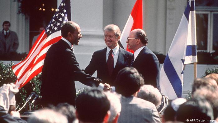 تحصل مصر على مساعدات عسكرية أمريكية بقيمة 1,3 مليار دولار سنوياً منذ توقيعها معاهدة كامب ديفيد.