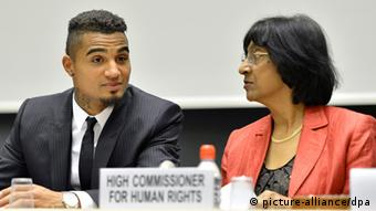 epa03634326 Kevin-Prince Boateng (L), soccer player of AC Milan and U.N. High Commissioner for Human Rights South African Navanethem Pillay chat during a panel discussion on Racism and Sport, during the World Humanitarian Day, at the European headquarters of the United Nations in Geneva, Switzerland, 21 March 2013. EPA/MARTIAL TREZZINI