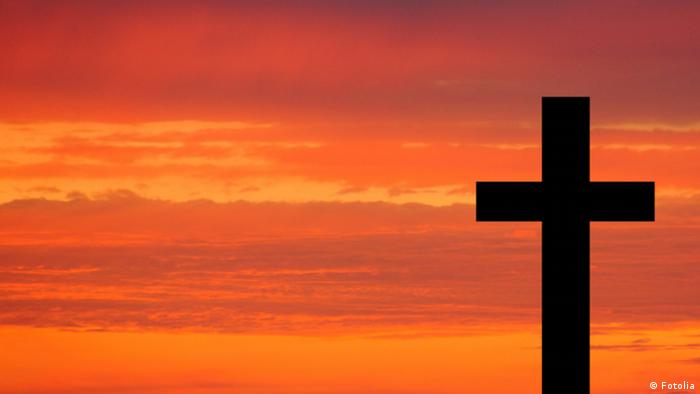Kreuz vor Abenddämmerung - Foto: Fotolia