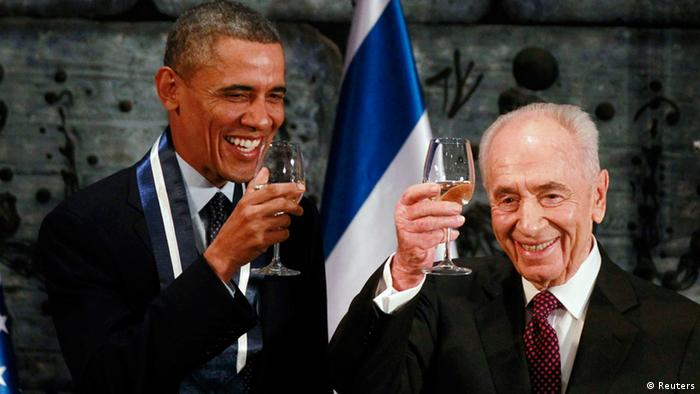 U.S. President Barack Obama toasts with Israel's President Shimon Peres after Obama was presented with the Presidential Medal of Distinction, Israel's highest civilian honor, during an official state dinner in Jerusalem, March 21, 2013. REUTERS/Jason Reed (JERUSALEM - Tags: POLITICS)