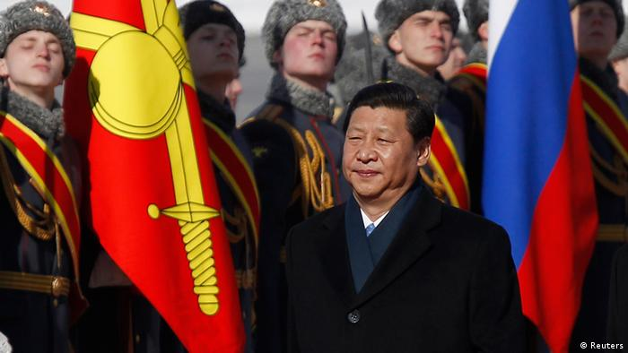 Chinese President Xi Jinping inspects the honour guard during a welcoming ceremony upon his arrival at Moscow's Vnukovo airport March 22, 2013. REUTERS/Maxim Shemetov (RUSSIA - Tags: POLITICS)