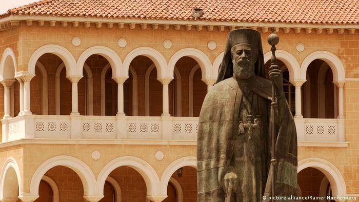 Statue des Erzbischofs Makarios III. vor dem Erzbischöflichen Palast (Foto: picture alliance)